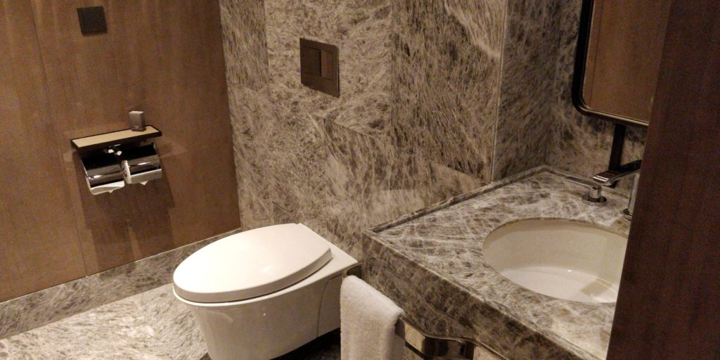 Conrad Hangzhou Guest Bathroom